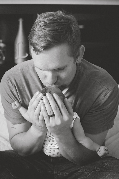Newborn Photography Austin daddy and daughter in home lifestyle session