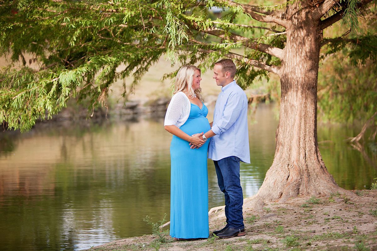 Austin maternity photography on the water with trees